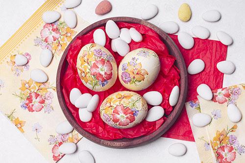 Декупаж — создаем волшебные пасхальные узоры на яйцах